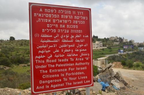 Vanlig skilt før palestinsk kontrollerte områder.