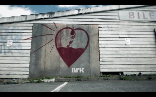 """""""Folk finner hverandre hver dag, men ofte velger vi feil"""" i følge NRK-programmet Bør de gifte seg? I programmet møter vi to samlivsterapauter som gir sin dom over forholdets fremtid."""